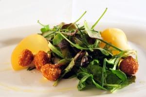 Una divertida versión de la ensalada César con Pop Nuggets por la chef Beatriz Sotelo
